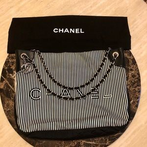 CHANEL Iconic Classic Chain-Link Shoulder Bag Tote